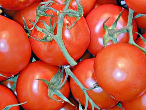 Tomaten_im_Supermarktregal